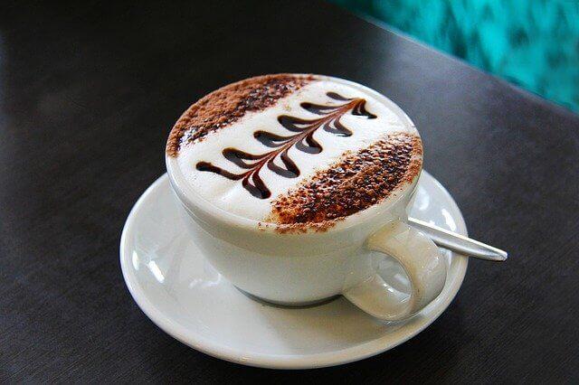 Kaffeevollautomat mit Milch
